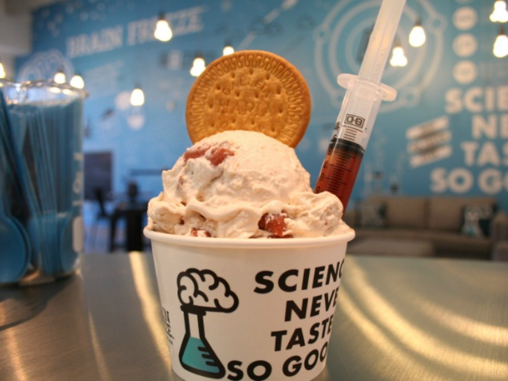 Brain_Freeze_Nitrogen_Ice_Cream_and_Yogurt_Lab