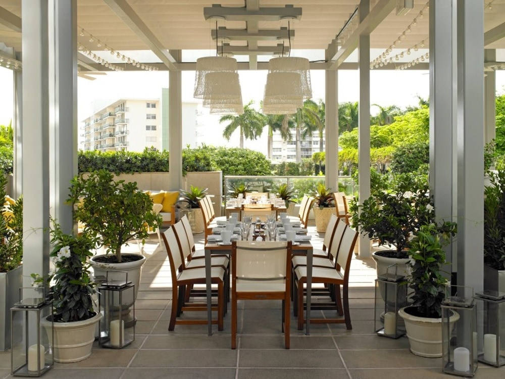 Edge-Steak-and-Bar-Miami-Outdoor-Dining.