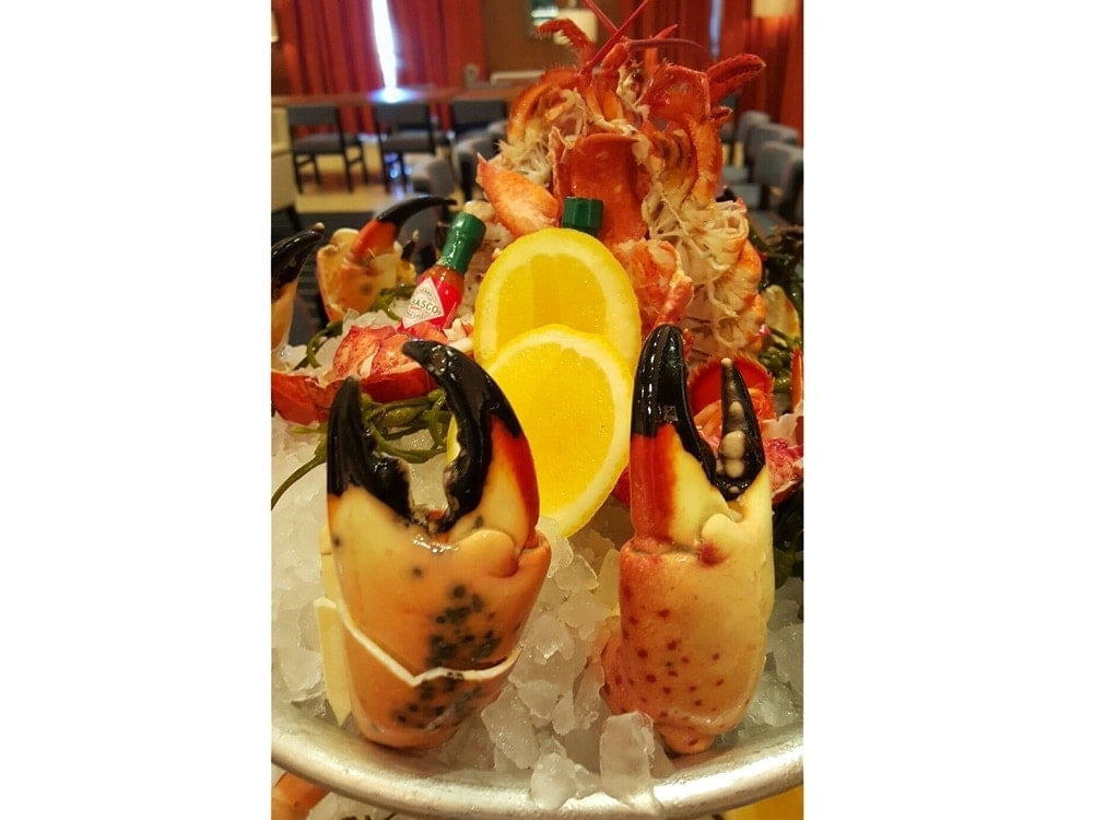 Where to eat during stone crab season in miami for Garcia s seafood grille fish market miami fl