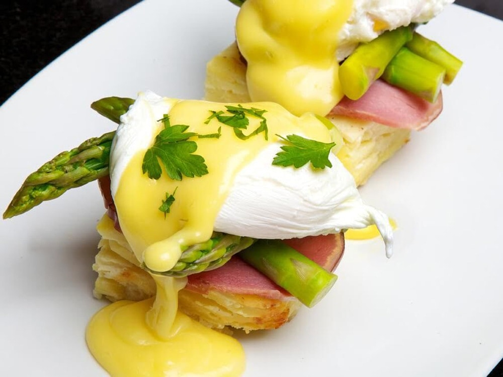 Sugar-Factory-Manhattan-Eggs-Benedict.