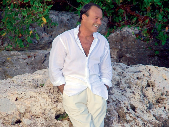 2 - 41 Girls in 41 Days: Julio Iglesias' '70s Life